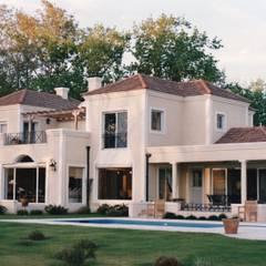 Casas unifamiliares de estilo  por Estudio Dillon Terzaghi Arquitectura - Pilar, Clásico Ladrillos