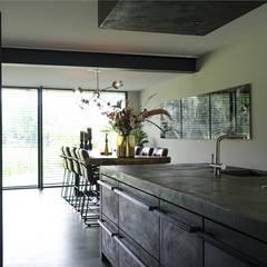 Woonhuis in Hengelo:  Keuken door Molitli Interieurmakers