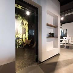 Eminent: industriële Studeerkamer/kantoor door Molitli Interieurmakers