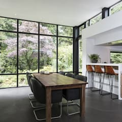Boswoning in Apeldoorn:  Eetkamer door Molitli Interieurmakers