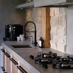 Buitenverblijf Ibiza style:  Keuken door Molitli Interieurmakers, Mediterraan