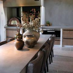 buitenverblijf ibiza style eetkamer door molitli interieurmakers