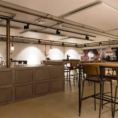 Bedrijfspand Bijdendijk: industriële Studeerkamer/kantoor door Molitli Interieurmakers