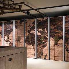 Bedrijfspand Bijdendijk:  Studeerkamer/kantoor door Molitli Interieurmakers