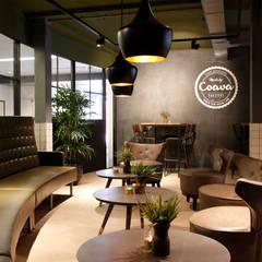 Koffiezaak Coava in Nijkerk: industriële Eetkamer door Molitli Interieurmakers