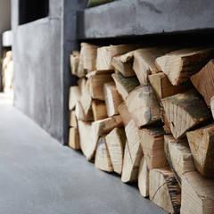 Restyling woning: Woonkamer, badkamer, keuken:  Woonkamer door Molitli Interieurmakers
