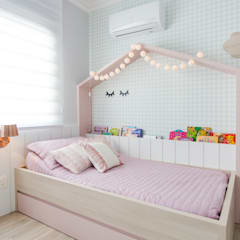 غرفة نوم بنات تنفيذ Nathalia Bilibio Arquitetura e Construção