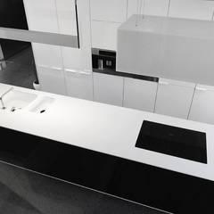 Goessens Meubelmakers Showroom - Kitchen: Lojas e espaços comerciais  por Lola Cwikowski Interior Design Studio
