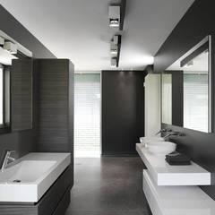 Goessens Meubelmakers Showroom - Bathroom : Lojas e espaços comerciais  por Lola Cwikowski Interior Design Studio