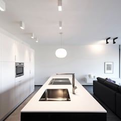 Kitchen units by Lola Cwikowski Interior Design Studio