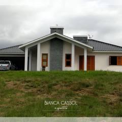 M House: Casas do campo e fazendas  por BIANCA CASSOL ARQUITETA