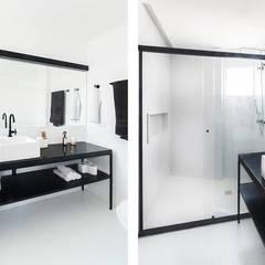 Banheiro: Banheiros minimalistas por INÁ Arquitetura