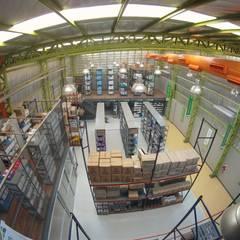 Droguería Monstserratnorte - Interior de la nave 6: Edificios de Oficinas de estilo  por Módulo 3 arquitectura