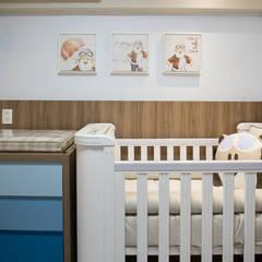 Dormitório bebê - Apartamento Way: Quartos de bebê  por INOVA Arquitetura