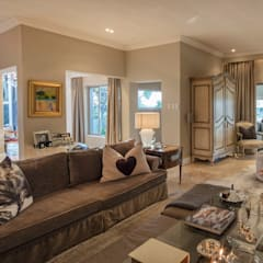 classic Living room by Spegash Interiors