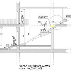 Sezione di scala in Marmo Bianco: Scale in stile  di Canalmarmi e Graniti snc