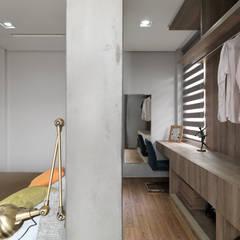 光景 巫宅:  更衣室 by WID建築室內設計事務所 Architecture & Interior Design