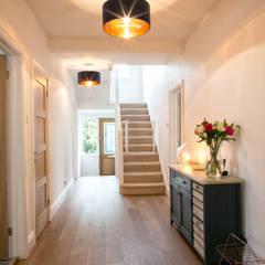 Hallway:  Corridor & hallway by dwell design