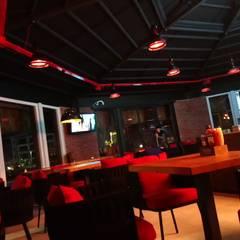 Kargaraj İç Mimarlık Tasarım Atelyesi – OTURMA ALANI :  tarz Bar & kulüpler