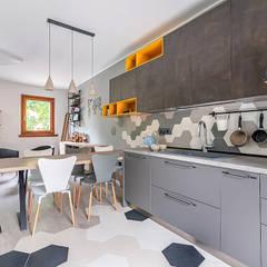 Ristrutturazione appartamento di 200 mq a Udine, S. Paolo: Soggiorno in stile  di Facile Ristrutturare