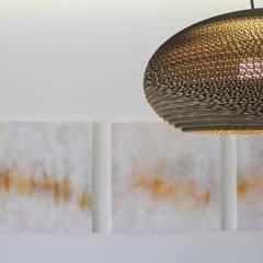 Pormenor decorativo: Paredes  por Tangerinas e Pêssegos - Design de Interiores & Decoração no Porto