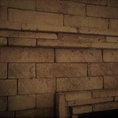 Revestimiento de chimenea con ladrillo: Salas de estilo rústico por Forma y Función