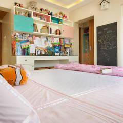 MR. VIKAS SHAH:  Nursery/kid's room by Urbane Storey