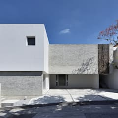 Habitações multifamiliares  por 株式会社クレールアーキラボ