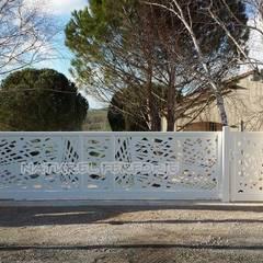 NATUREL METAL FERFORJE – LAZER KESİM BAHÇE KAPISI & KORKULUKLARI :  tarz Sürgülü kapılar