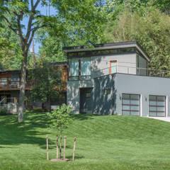 Old Farm Residence:  Houses by RT Studio, LLC