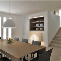 Lomas de Las Mercedes: Comedores de estilo  por RRA Arquitectura