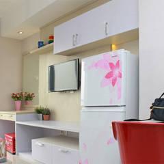 Interior Studio Apartemen Oasis Cikarang: Bedroom oleh PT Solusi Eka Optima,