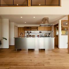 眺めと暮らす家: ELD INTERIOR PRODUCTSが手掛けたキッチンです。
