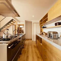 眺めと暮らす家: ELD INTERIOR PRODUCTSが手掛けたキッチンです。,