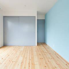 階段から集う家: ELD INTERIOR PRODUCTSが手掛けた子供部屋です。,