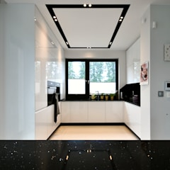 projekt kuchni : styl , w kategorii Aneks kuchenny zaprojektowany przez Piotr Stolarek Projektowanie Wnętrz