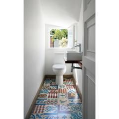 Remodelación Casa García Moreno: Baños de estilo moderno por Crescente Böhme Arquitectos