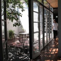 Casa Santa Isabel: Casas de madera de estilo  por Crescente Böhme Arquitectos