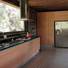 Dapur built in by Crescente Böhme Arquitectos