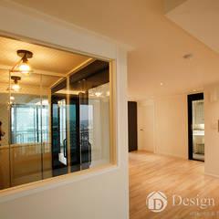 Couloir et hall d'entrée de style  par Design Daroom 디자인다룸