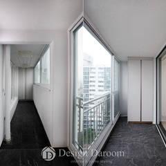 진건 현대아파트 33py: Design Daroom 디자인다룸의  베란다,모던
