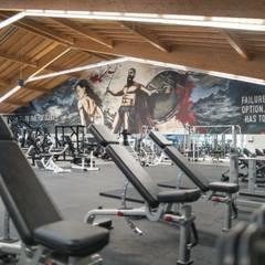 Graffiti Gestaltung Fitnessstudio Schwabmünchen:  Geschäftsräume & Stores von Dac Crew