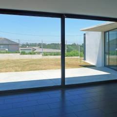 Vivienda en Curtis: Ventanas de estilo  de AD+ arquitectura