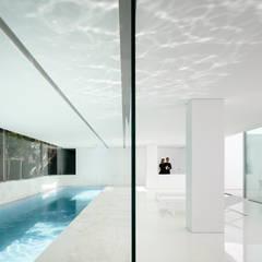 泳池 by FRAN SILVESTRE ARQUITECTOS