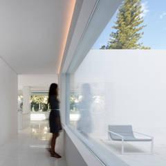 Koridor dan lorong oleh FRAN SILVESTRE ARQUITECTOS, Mediteran