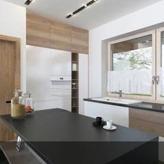 Biała z drewnem2: styl , w kategorii Kuchnia na wymiar zaprojektowany przez INTUS DeSiGn