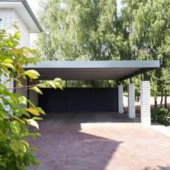 Garajes abiertos de estilo  por Schmiedekunstwerk GmbH