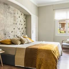 VIVIENDA BORI I FONTESTÀ: Dormitorios de estilo  de Meritxell Ribé - The Room Studio