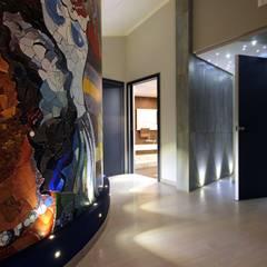 Mediterranean style corridor, hallway and stairs by Studio Ferlenda Mediterranean