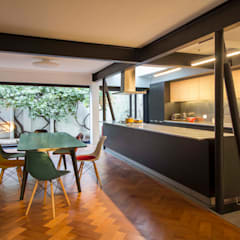 من Crescente Böhme Arquitectos تبسيطي خشب Wood effect